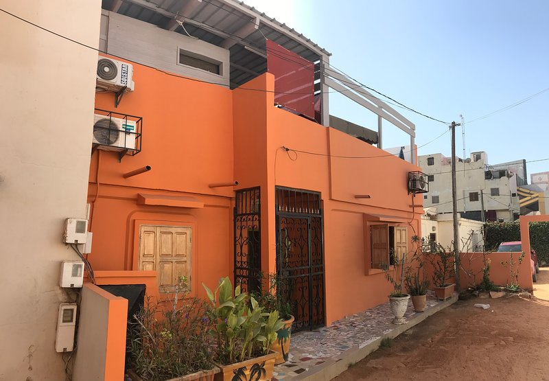 Big house with garden & terrace, aluguéis de temporada em Pointe des Almadies