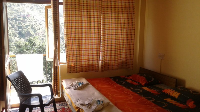 ANANDAM / GROUND FLOOR ROOM / G3, holiday rental in Khaniyara