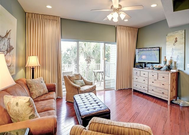 3BR Townhouse w/ Pool only Steps Away from a Private Beach Access, vacation rental in Destin