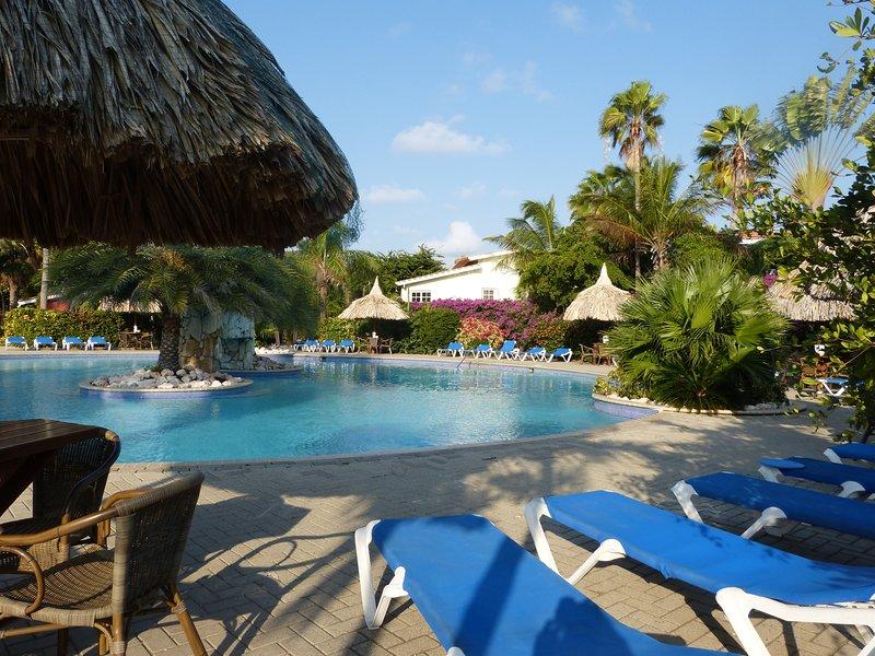 Tropisch appartement in Resort Seru Coral, holiday rental in Santa Catharina