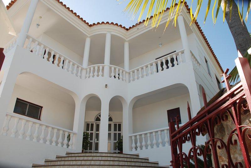 VILLA VISTA LA QUINTA+BBQ+FREE WIFI+HEATABLE POOL, holiday rental in La Victoria de Acentejo