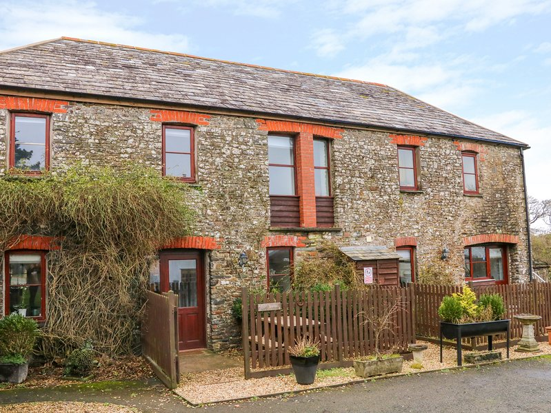 THE CROOKED BRANCH, pet-friendly, near Hartland, vacation rental in Clovelly