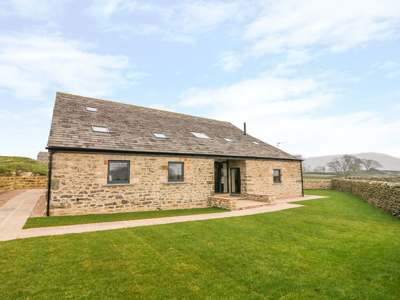 DALLICAR HOUSE, All en-suites, Hot tub, Country views, Giggleswick, vacation rental in Settle