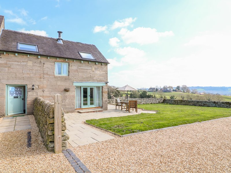 OLD HALL COTTAGES, WiFi, Electric fire, Country views, Mayfield, holiday rental in Clifton