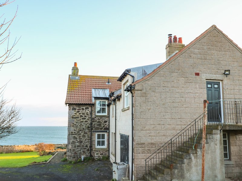 THE REST, pet-friendly, sea views, St Abbs, holiday rental in St Abbs