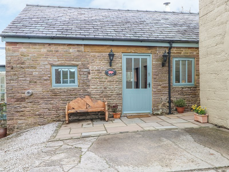 CHAMBERS PIG COTES, woodburner, in Macclesfield Forest, holiday rental in Rainow