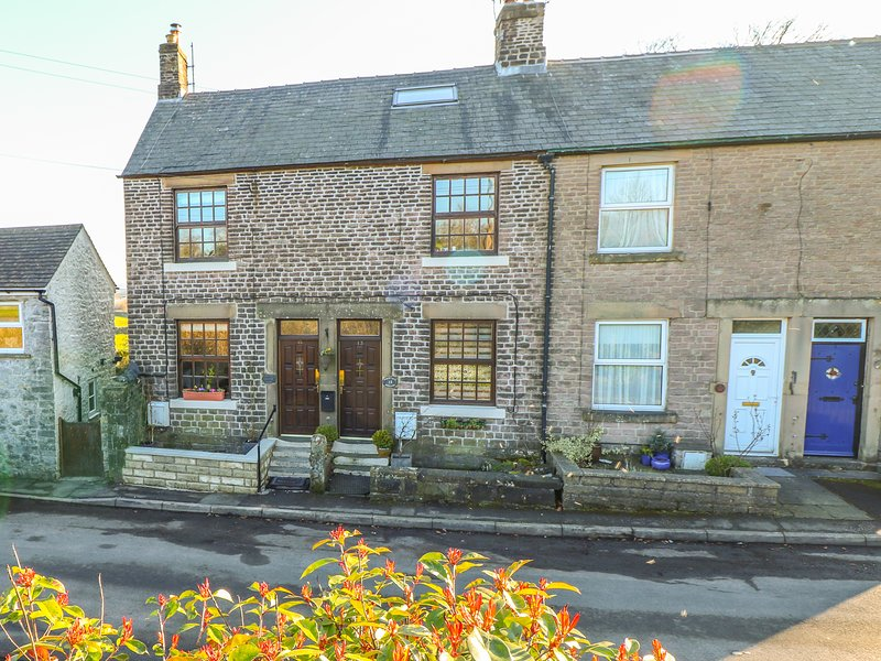 SHENTON COTTAGE, enclosed garden, in Buxton, holiday rental in Buxton