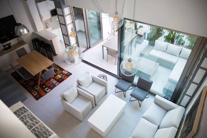 M House: Apartamento con terraza cerca de puerto, playa y metro, holiday rental in Montroy