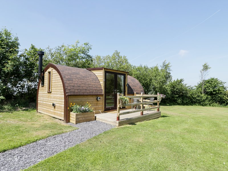 IDRIS POD, woodburner, WiFi, in St. Asaph, holiday rental in Caerwys