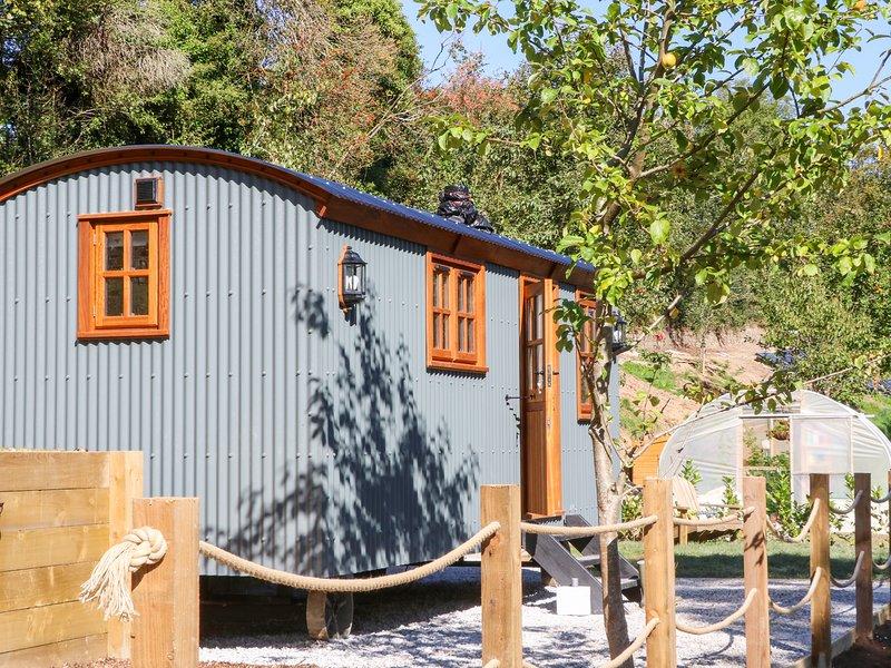 LITTLE SILVER FOX, woodburner, shepherd's hut, High Bickington, holiday rental in Chittlehampton