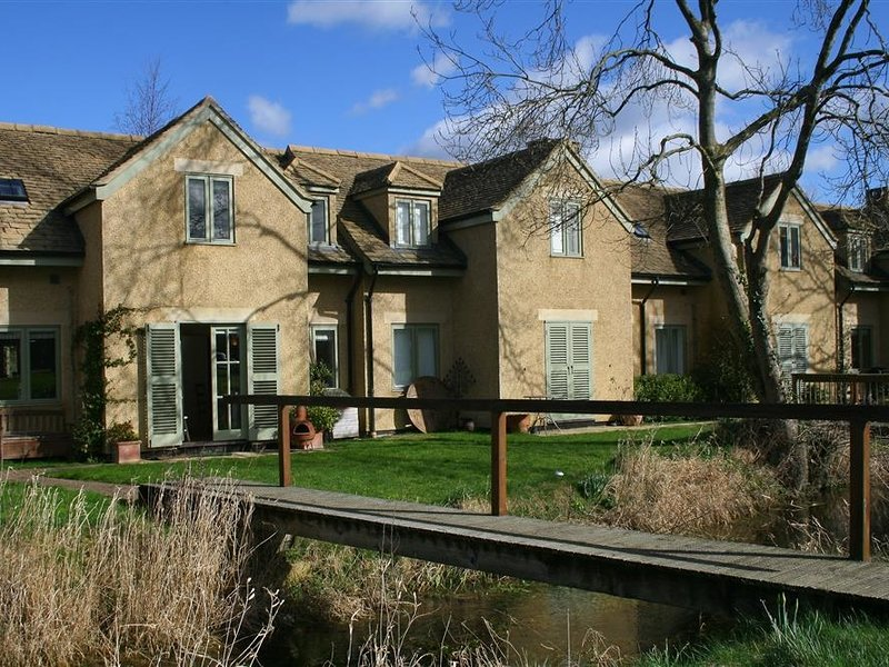 Kingfishers Cottage 8, Cotswold Water Park, vacation rental in Minety