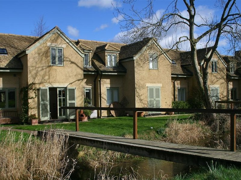 Kingfisher House, Cotswold Water Park, holiday rental in Cirencester