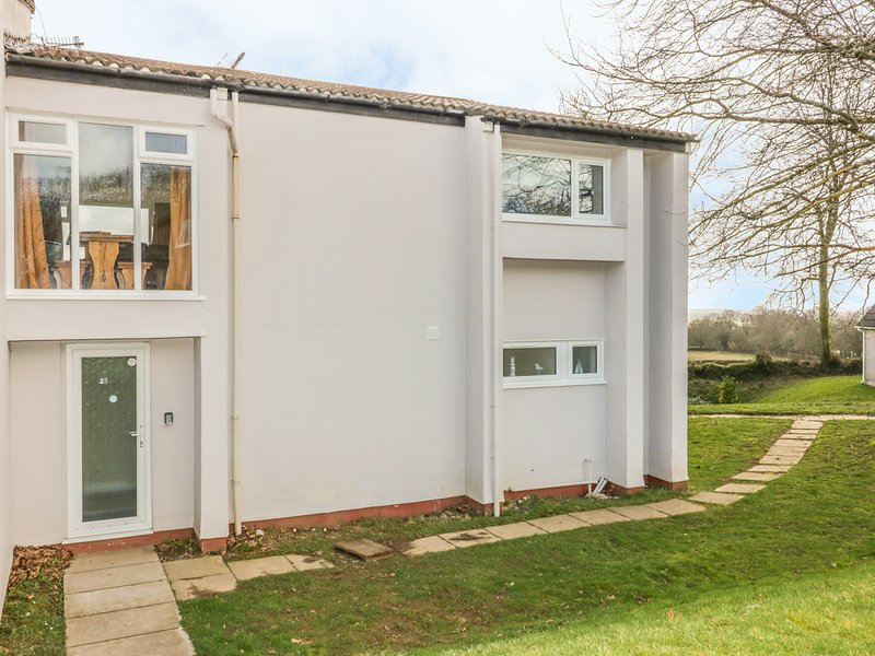 25 TAMAR COTTAGE, off-road parking, on-site facilities, near Calstock, holiday rental in St Dominick
