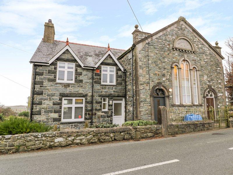 THE CHAPEL, pet-friendly, WiFi, in Dyffryn Ardudwy, vacation rental in Dyffryn Ardudwy