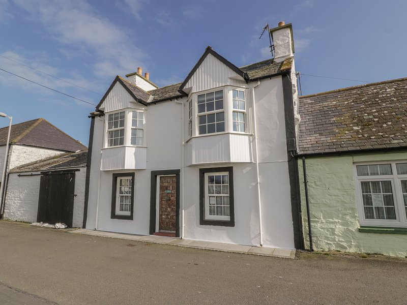 HARBOUR HOUSE, child-friendly, harbourside cottage in Isle of Whithorn, WiFi, holiday rental in Garlieston