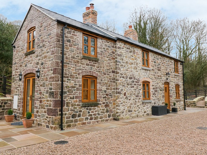 QUARRY HOUSE, En-suites, Two bedrooms, Country views, Oswestry, holiday rental in Pant
