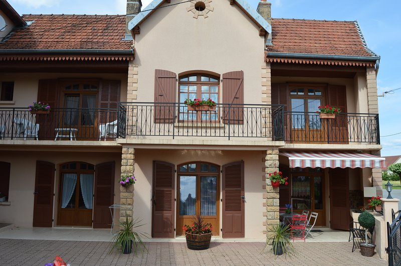 Nice house near the beach & terrace, location de vacances à Baume-les-Messieurs