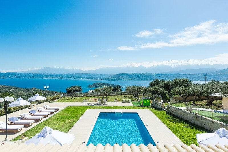 Villa Panorama offers stunning vistas of the Cretan sea and the surrounding area!