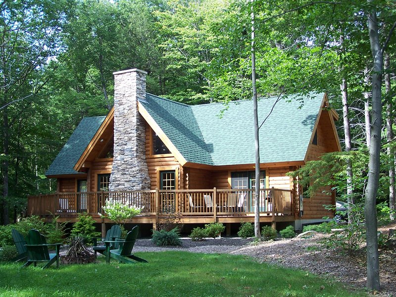 Log Home conveniently located close to Story Land and all major ski areas, alquiler de vacaciones en Glen