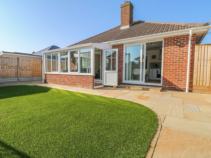 FORESTBAY, WiFi, enclosed garden, in New Milton, holiday rental in Highcliffe