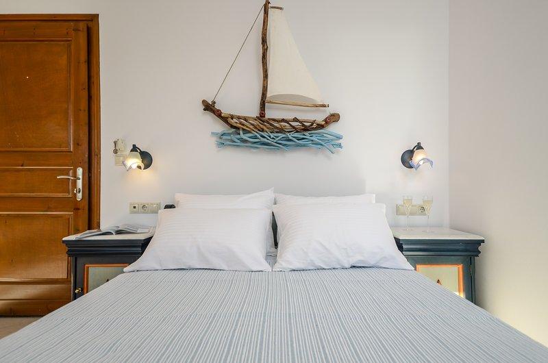 GLARONISSI BEACH (1-Bedroom Apartment Unit 4), holiday rental in Plaka