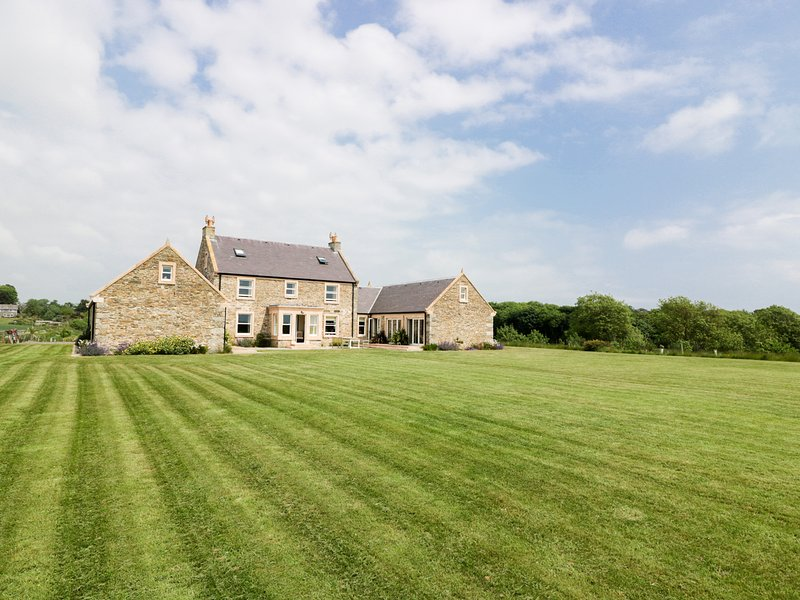 MARL HOUSE, stunning views, Whithorn, holiday rental in Isle of Whithorn