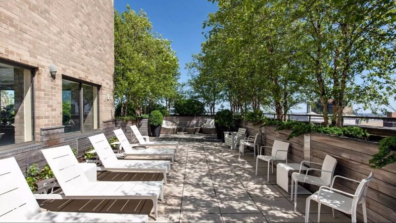 1 BEDROOM POOL/DECK/GYM - EAST 40th ST & 2nd AVE, holiday rental in New York City