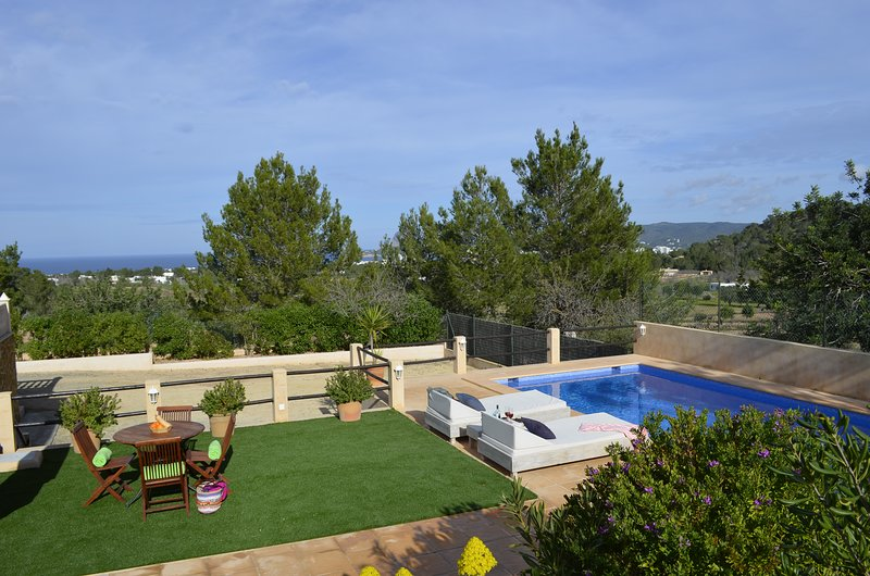 Cozy house with pool, barbecue, sea views, just 4.5km to Cala Bassa Beach -ETV-0, location de vacances à Port d'es Torrent