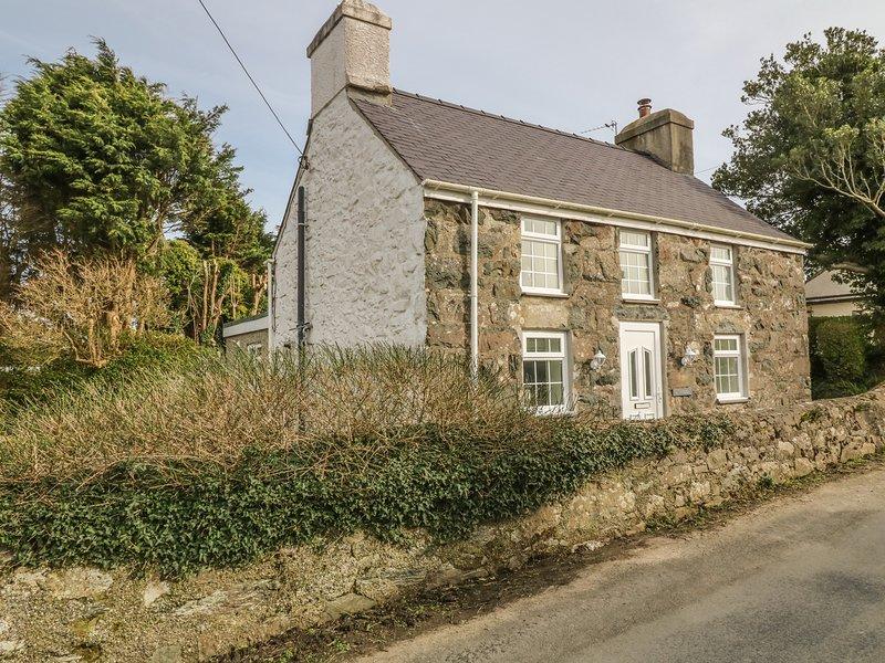 TAN Y GOEDEN, WiFi, garden, Morfa Nefyn, holiday rental in Cylch-Y-Garn