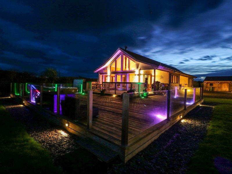 TY CANOL, Hot tub, WiFi, Malltraeth, holiday rental in Newborough