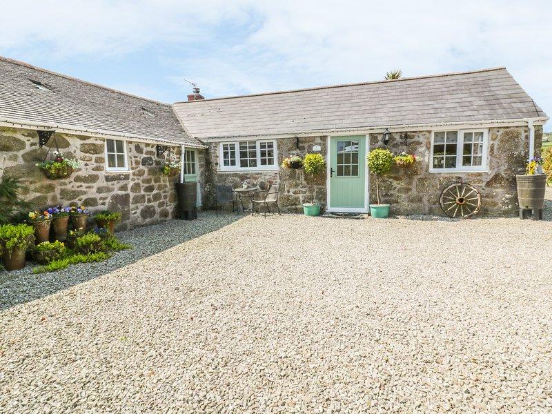 BYRE, countryside views, en-suite, Newlyn 3 miles, Ref 981469, vacation rental in St Buryan