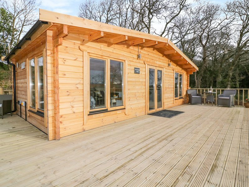 LITTLE ORCHARD LODGE, Hot tub, Off-road parking, Studio living, Goonhavern, holiday rental in Penhallow