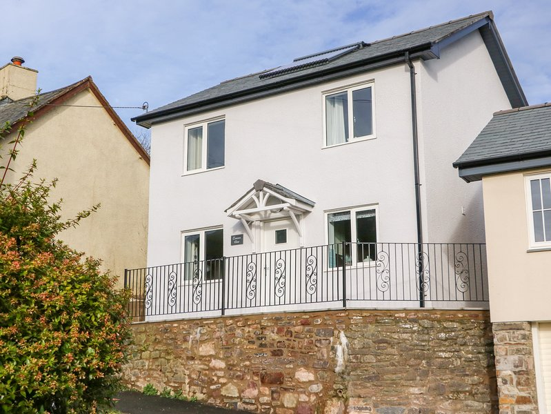 EXMOOR VIEW, open-plan living, dog-friendly, WiFi, North Molton, location de vacances à Ash Mill