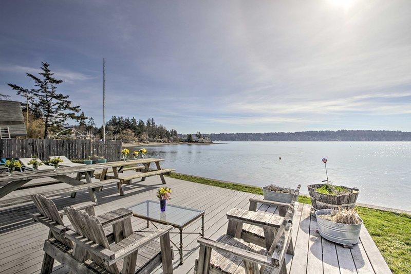 This coastal cabin brings you the best of lakeside living in Belfair!
