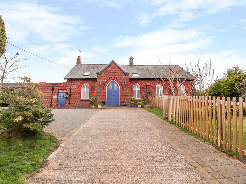 BETHANIA CHAPEL ANNEX, estuary views, Bagillt, vacation rental in West Kirby