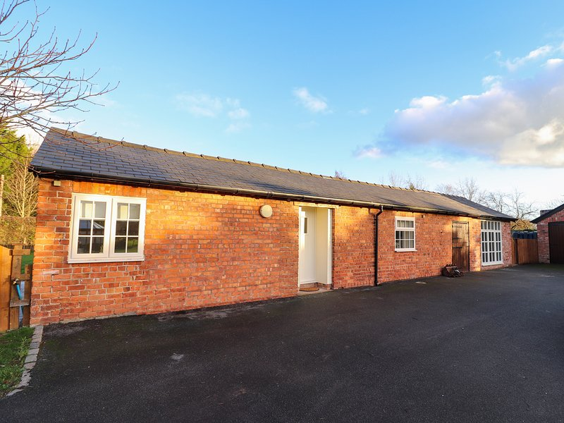 COMMONWOOD COTTAGE, pets welcome, open-plan living, near Holt, location de vacances à Rossett