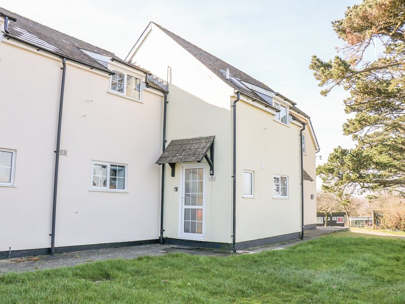 LITTLE BOLT HOLE, Off-road parking, Open-plan living, WiFi, Kilkhampton, vacation rental in Morwenstow