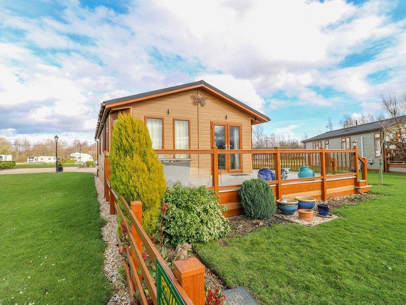 10 CLIFF LANE, En-suite, Decking area, Open-plan living, Marston, location de vacances à Stathern