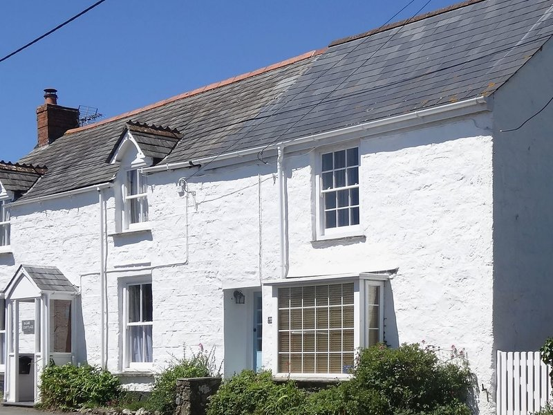 CAMELOT COTTAGE, pet-friendly, WiFi, near Port Isaac, vacation rental in Port Gaverne