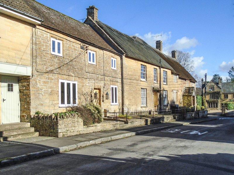 GREENHAM COTTAGE, WiFi, rear garden in Norton-sub-Hamdon, location de vacances à South Petherton