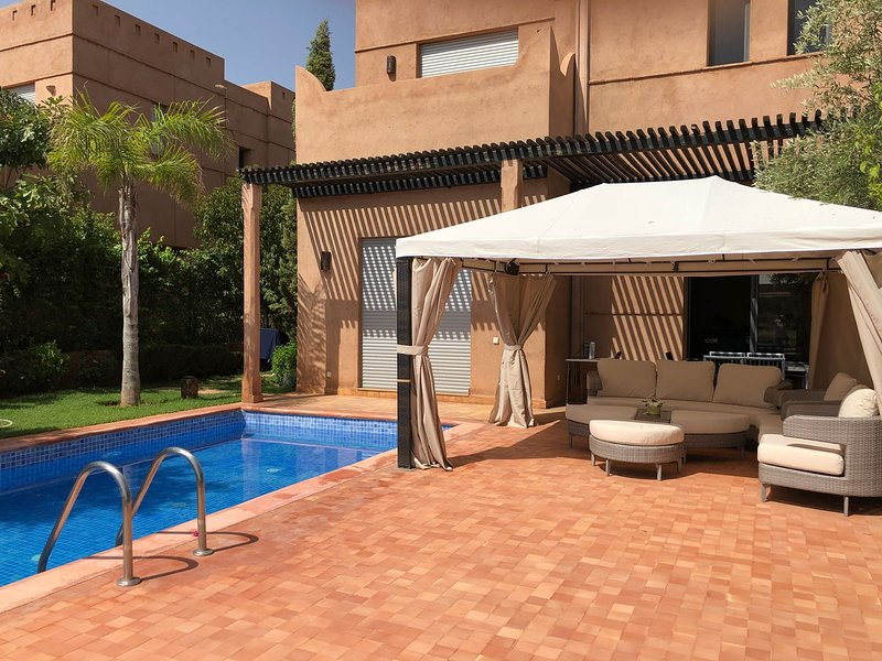 Amazing villa with swimming-pool, holiday rental in Aghmat