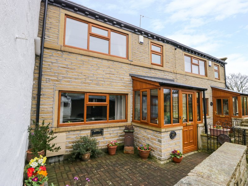 ACORN COTTAGE, WiFi, off-road parking, Thornton, alquiler vacacional en Bingley