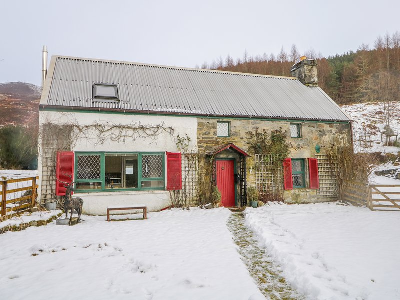 THE OLD MILL, woodburner, near Cannich, holiday rental in Cannich
