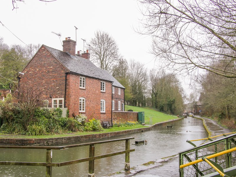 Tub Boat Cottage, WiFi, Open fire, Private garden, Coalport, holiday rental in Jackfield