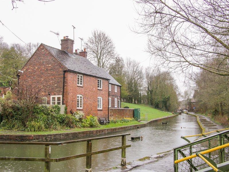 Tub Boat Cottage, WiFi, Open fire, Private garden, Coalport, location de vacances à Little Wenlock