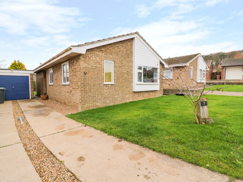 MAYFIELD DRIVE, Enclosed garden, Nearby beach, Off-road parking, Cromer, holiday rental in Roughton
