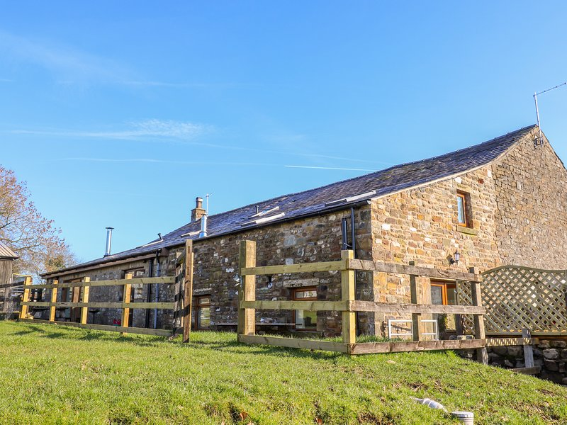 STABLE VIEW COTTAGE, hot tub, pet-friendly, Bolton-by-Bowland, holiday rental in Bolton by Bowland
