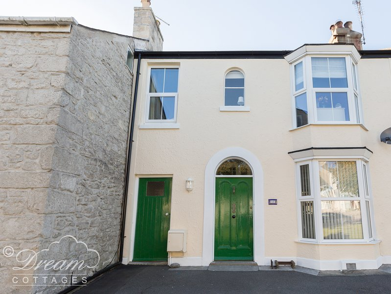CHARLTON HOUSE, beautiful portland cottage, sleeps 6, slipper bath, close to, vacation rental in Isle of Portland