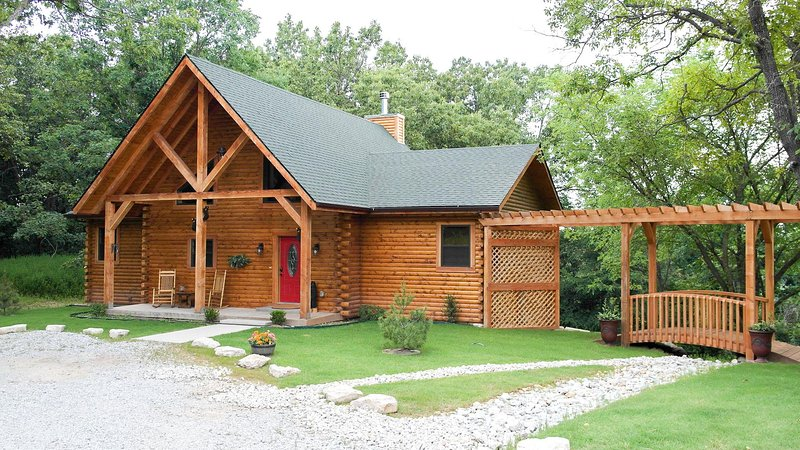 Spacious 2 bedroom cabin close to Branson/Sleeps up to 6, vacation rental in Omaha