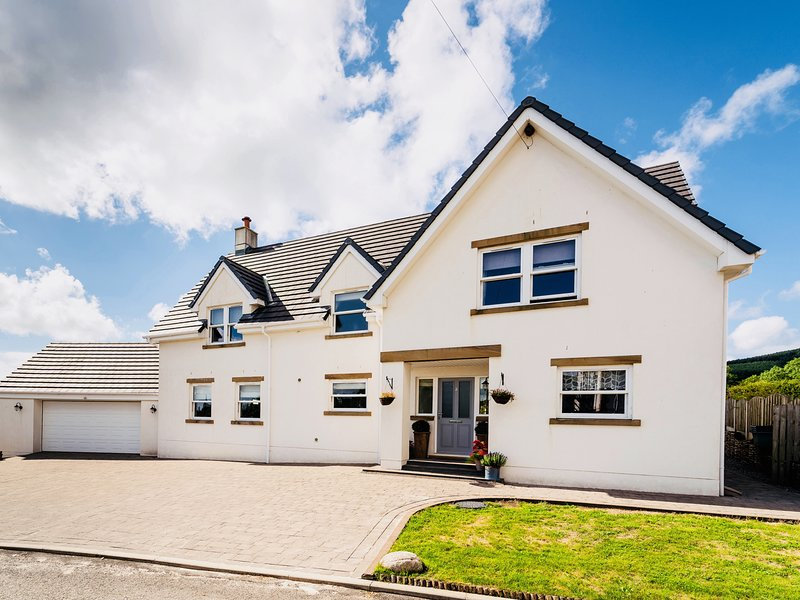 FELL VIEW CROFT, WiFi, open-plan, woodburners, Egremont, alquiler vacacional en St. Bees